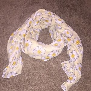 Daisy printed scarf